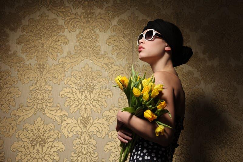 retro kvinna fotografering för bildbyråer