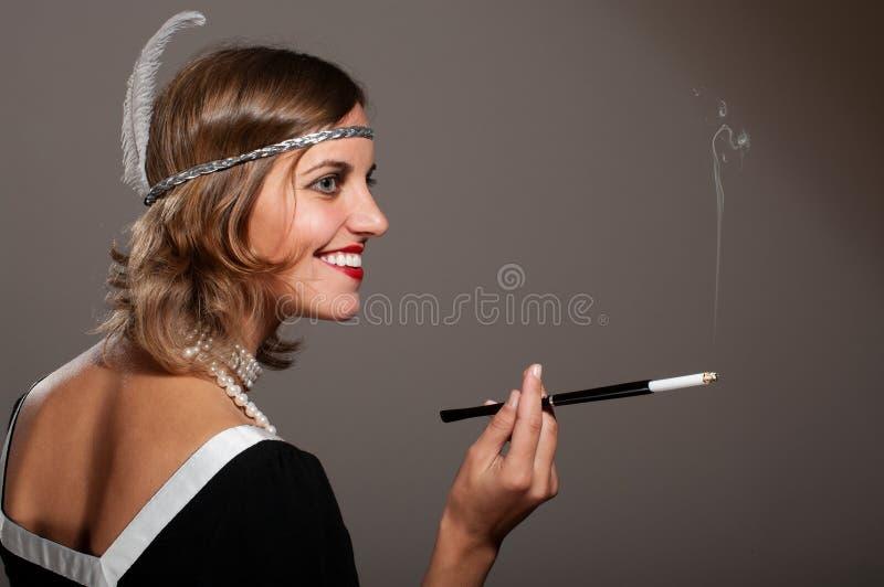 Retro kvinna i pärlor royaltyfria foton
