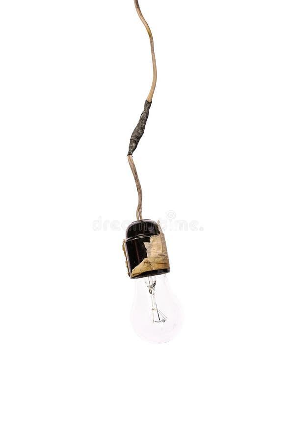 Retro lampada incandescente con i cavi nocivi Concetto - negligenza di protezione antincendio Isolato su fondo bianco, movimento  fotografia stock