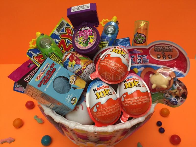 Retro leksaker och sötsaker för ungar royaltyfria foton
