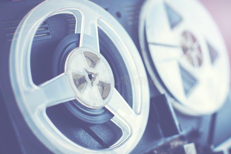 Retro ljudsignal rulle till rullregistreringsapparaten arkivfoton