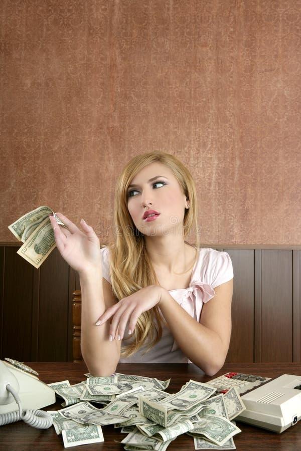 Retro lotti della donna di ambizione delle note dei soldi del dollaro fotografie stock