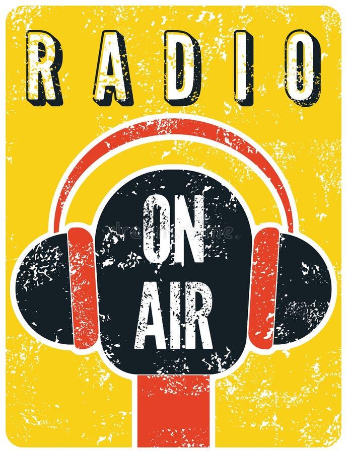 Retro manifesto tipografico della stazione radio di lerciume Microfono su aria Illustrazione di vettore royalty illustrazione gratis