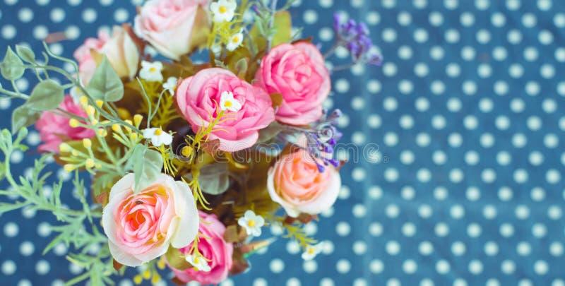 Retro - mazzo d'annata dei fiori variopinti fotografie stock