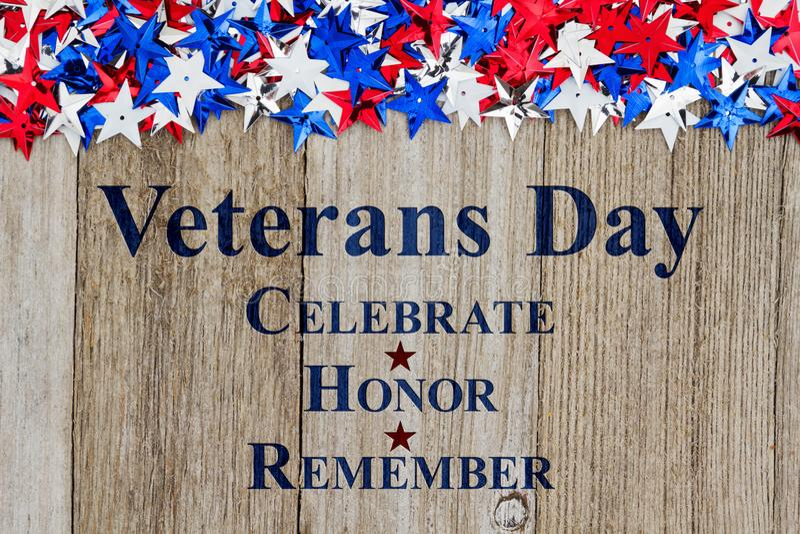 Retro meddelande för veterandag på trä royaltyfri bild