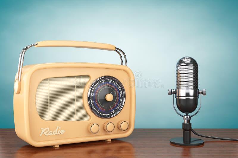 Retro microfono dell'annata e della radio fotografia stock libera da diritti