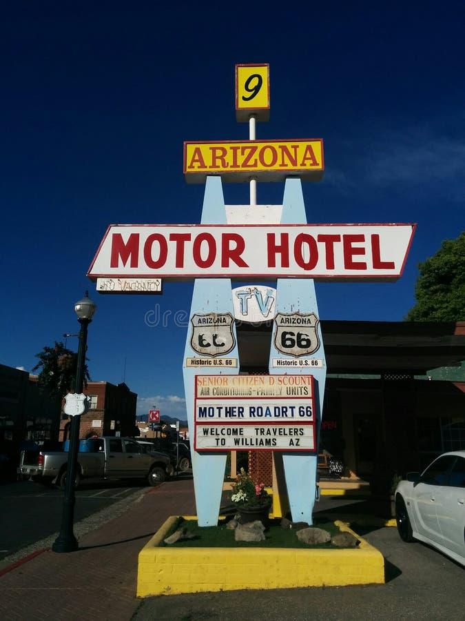 Retro- Motelzeichen auf Route 66 lizenzfreie stockbilder