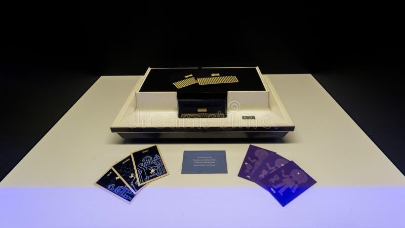Retro Odyssee van de consolemagnavox van het tafelbladspel op vertoning in Istanboel, Turkije, in Digitale Revolutietentoonstelli royalty-vrije stock afbeeldingen