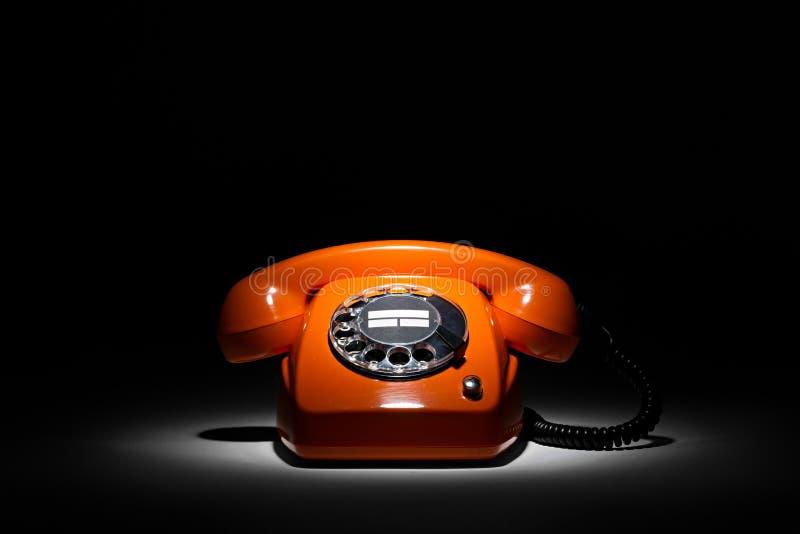 retro orange telefon arkivfoto