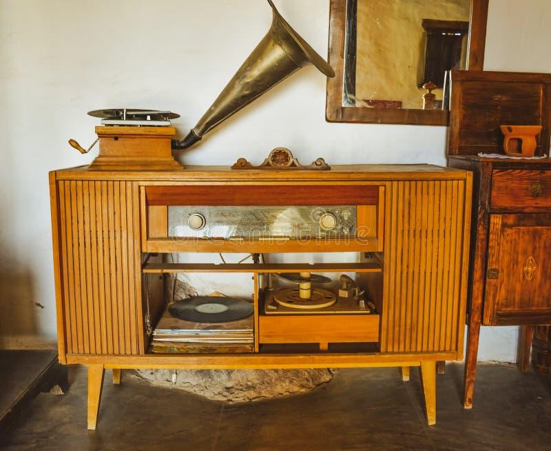 Retro oude grammofoonradio stock foto