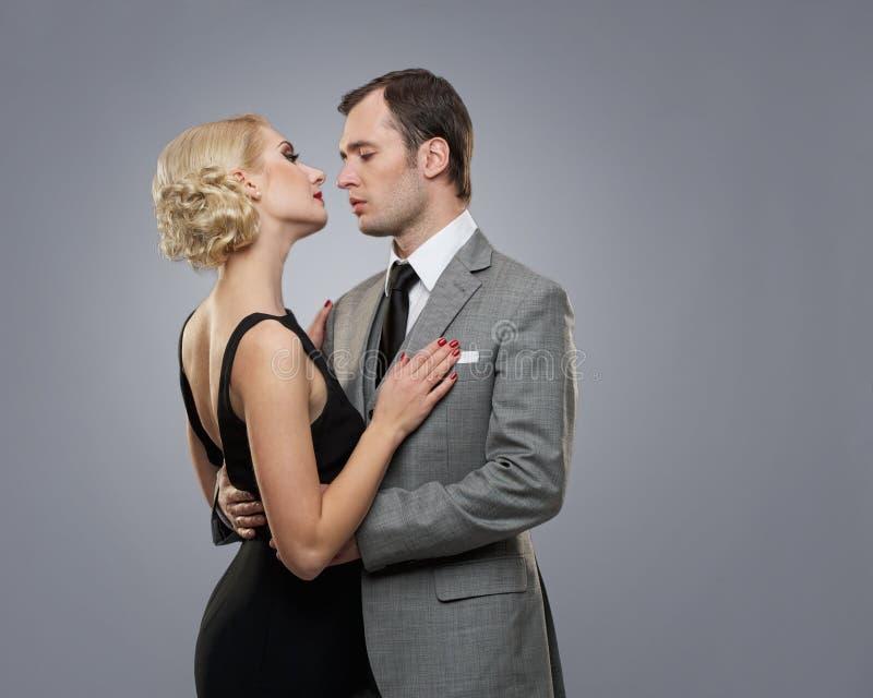 Retro- Paare auf Grau stockbild