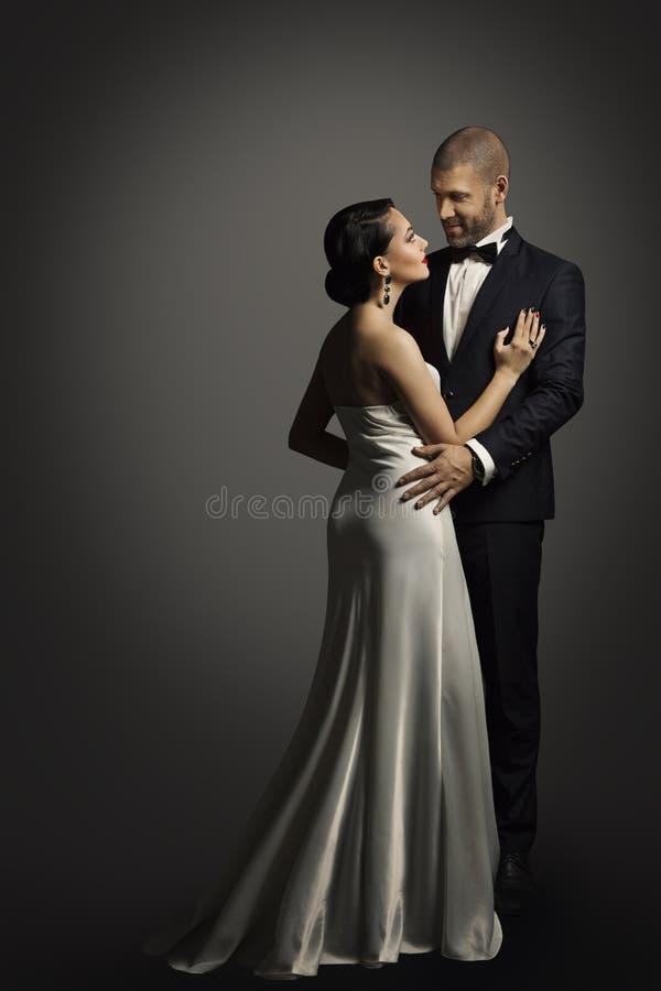 Retro Paarportret, goed Geklede Man die met Vrouw dansen royalty-vrije stock fotografie