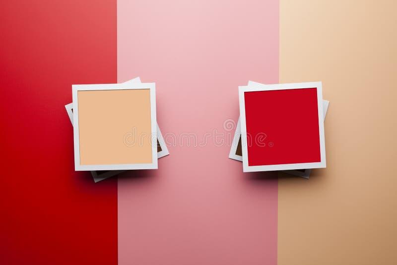 Retro- Papierfotorahmen mit bunten leeren Räumen für Ihren Inhalt lizenzfreie stockfotografie