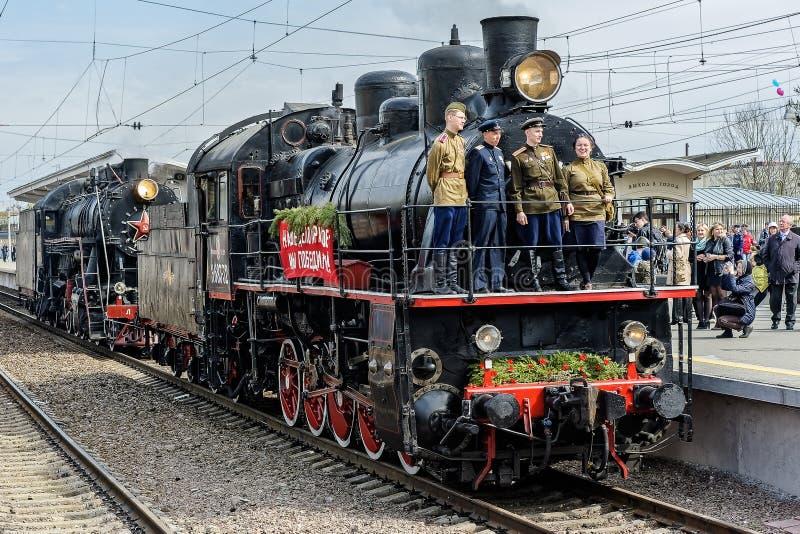 Retro parade van stoomlocomotieven in heilige-Petersburg stock afbeelding