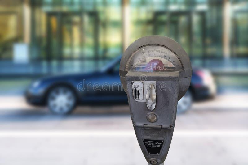 Retro parkeermeter met geïsoleerde tijd stock afbeeldingen
