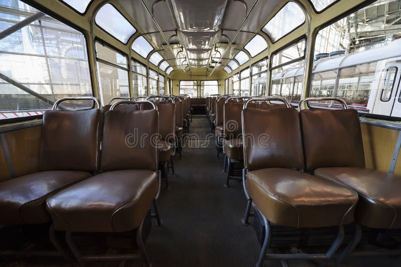Retro- Passagierbus nach innen lizenzfreie stockfotos