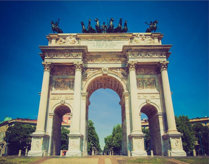 Retro passo di della di Arco di sguardo, Milano immagine stock libera da diritti