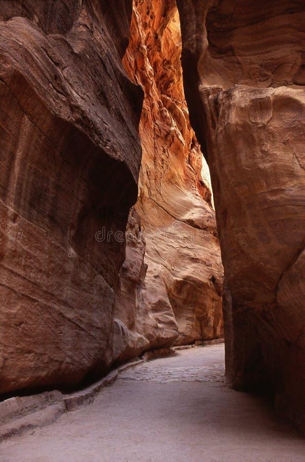 Download Retro Petra Siq Passage stock foto. Afbeelding bestaande uit stad - 39114042