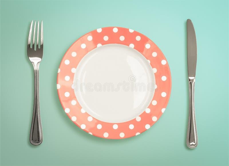 Retro piatto con la vista superiore del coltello e della forcella fotografie stock