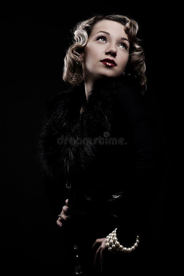 Retro- Portrait der attraktiven Blondine stockbild