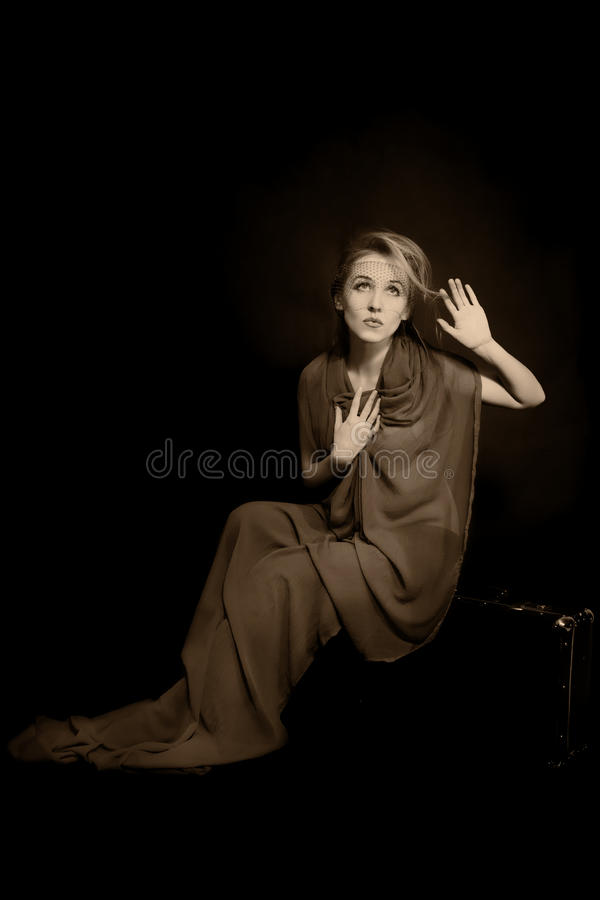 Retro- Portrait der schönen jungen Frau lizenzfreies stockbild