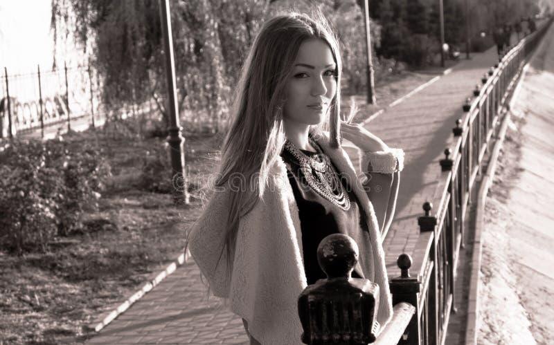Retro portret van een droevig mooi meisje, instagram royalty-vrije stock afbeelding