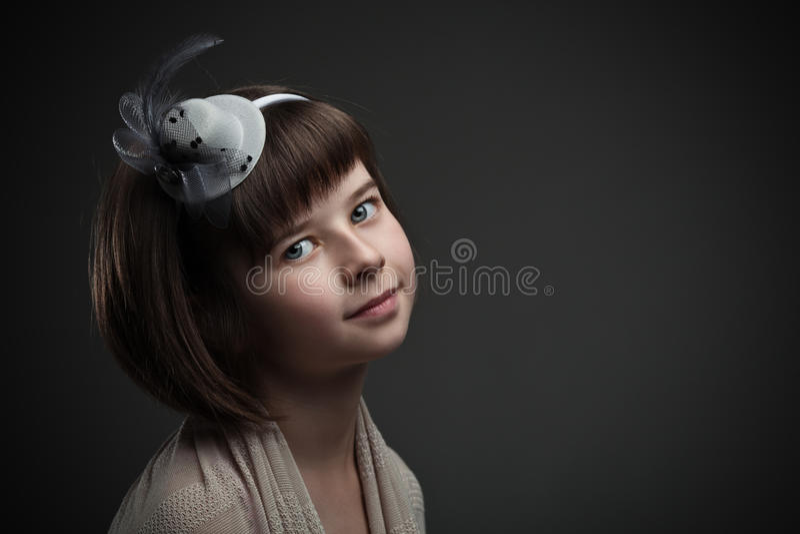Retro portret van elegant meisje royalty-vrije stock afbeeldingen