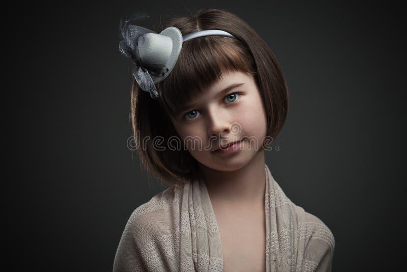 Retro portret van elegant meisje stock afbeelding