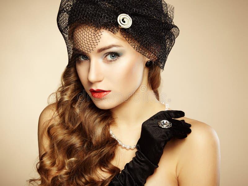 Retro portret van mooie vrouw. Uitstekende stijl stock foto's