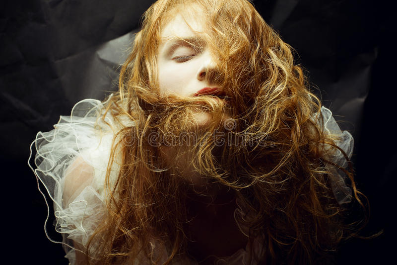 Retro portret van roodharig (gember) meisje stock afbeeldingen