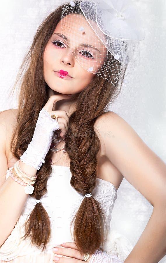Retro Projektujący moda portret - kobieta w przesłonie i rękawiczkach. Rocznika styl obrazy stock