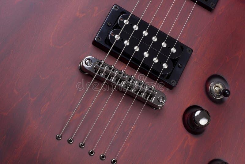 Retro röd trägitarrbakgrund royaltyfria bilder