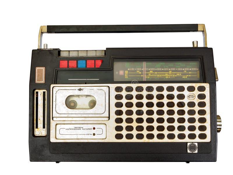 Retro radio en bandspeler op witte achtergrond, Cassettespeler stock afbeelding