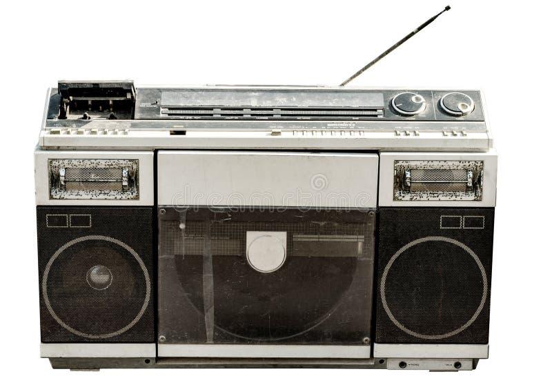 Retro radio en cassettebandspeler die op wit wordt geïsoleerd stock foto