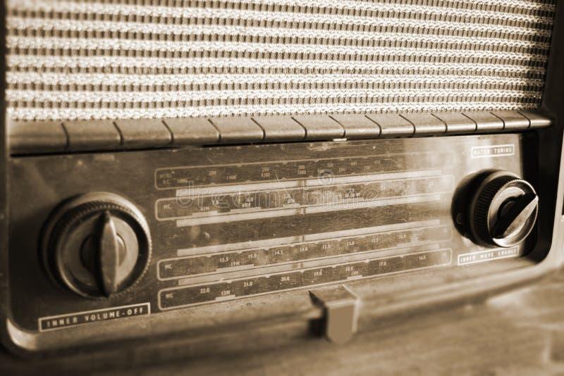 Retro radio na drewnianym stole zdjęcia royalty free