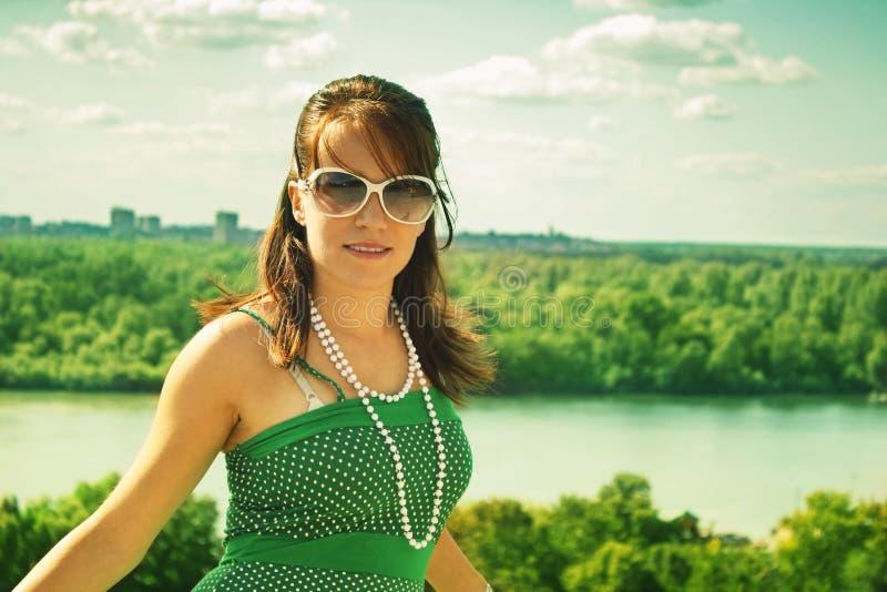 Retro ragazza dal fiume fotografia stock libera da diritti