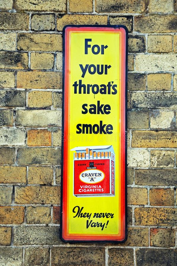 Retro- rauchende Anzeige lizenzfreies stockfoto