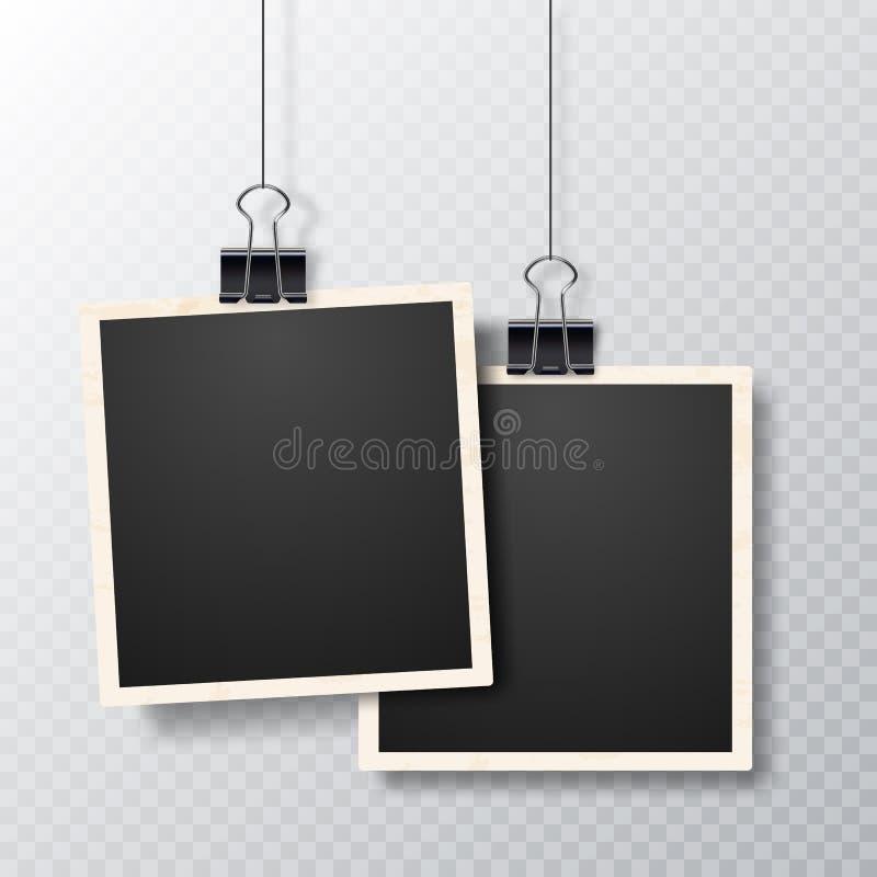 Retro realistisch vectordiefotokader op transparante achtergrond wordt geplaatst Omlijstingen met schaduw het hangen met papercli royalty-vrije illustratie