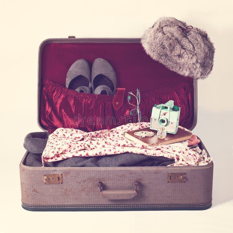 retro resväska arkivbild