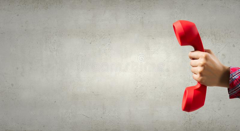 Retro ricevitore rosso del telefono fotografia stock