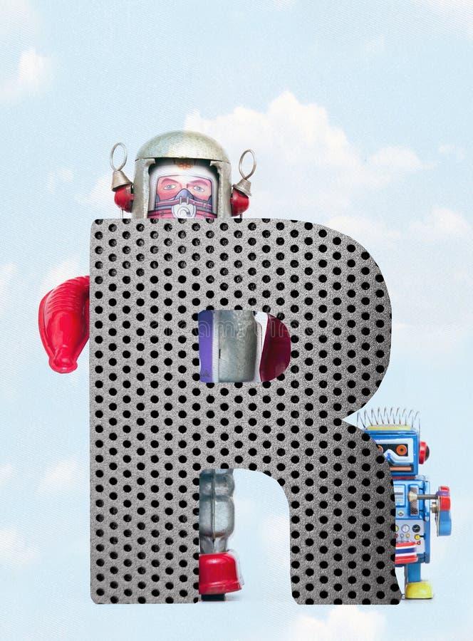 Retro robots die een grote metaalbrief R met blauwe hemel houden vector illustratie
