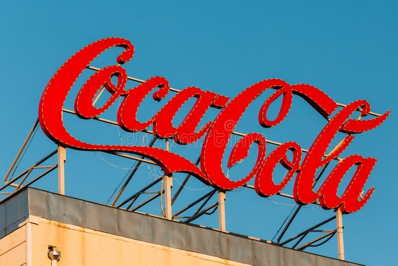 Retro rocznika loga znaka gatunek koka-kola, kola, Na dachu zdjęcie stock