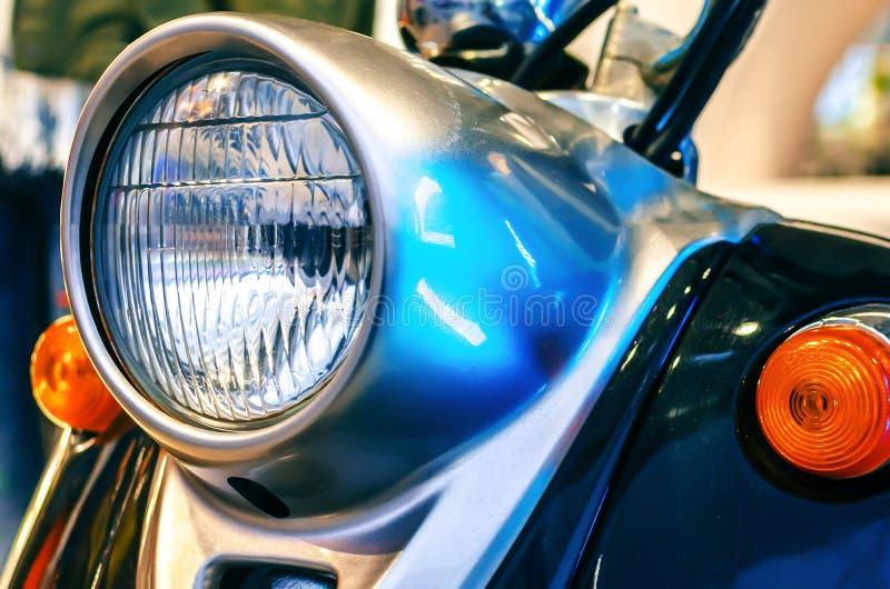 Retro- Roller der Scheinwerferweinlese stockfotografie