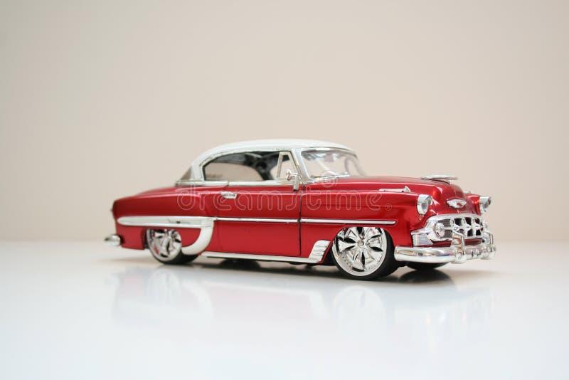 Retro- rotes Auto lizenzfreie stockfotos