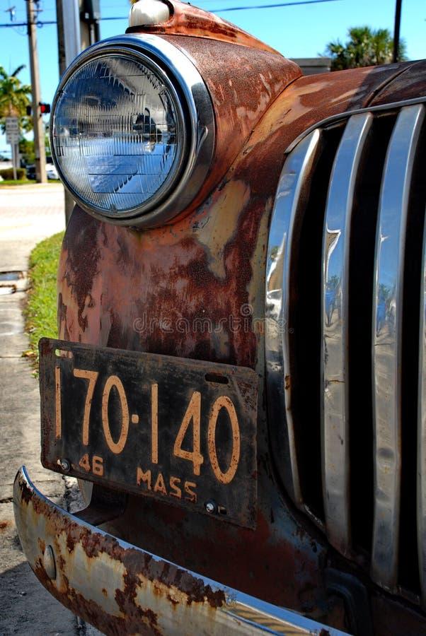 Retro Rusty Patina Antique Chevy Chevrolet väljer upp lastbilen från 1946 på skärm i Ft Lauderdale1946 arkivfoton