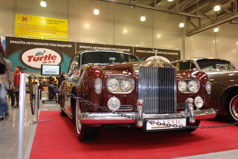 Retro samochód stacza się Royce przy wystawą w krokusa urzędzie miasta Moskwa Rosja 2008 rok fotografia royalty free