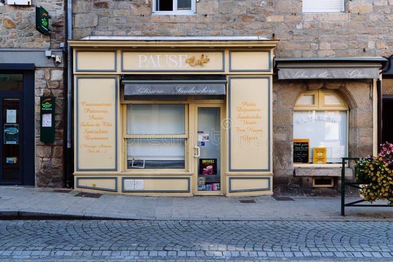 Retro-Schaufenster der Patisserie und des Cafés in Roscoff stockfoto