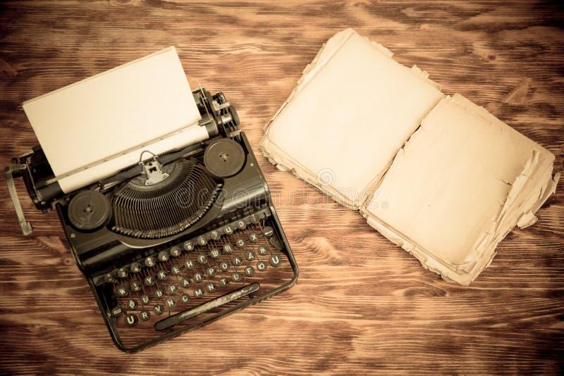 Retro- Schreibmaschine lizenzfreies stockfoto