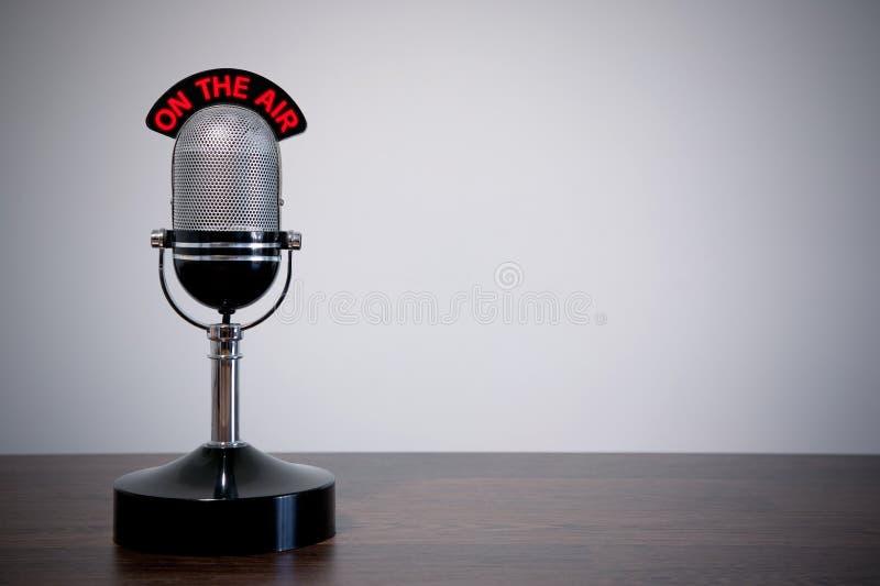 Retro- Schreibtisch-Mikrofon lizenzfreie stockbilder