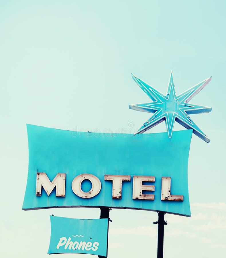 Retro segno del motel del kitsch immagine stock libera da diritti
